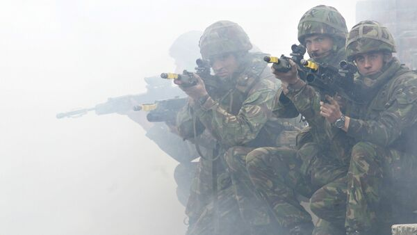 Soldiers from the British Royal Marines Commando demonstrate city fighting techniques during the NATO Response Force exercise - Sputnik France