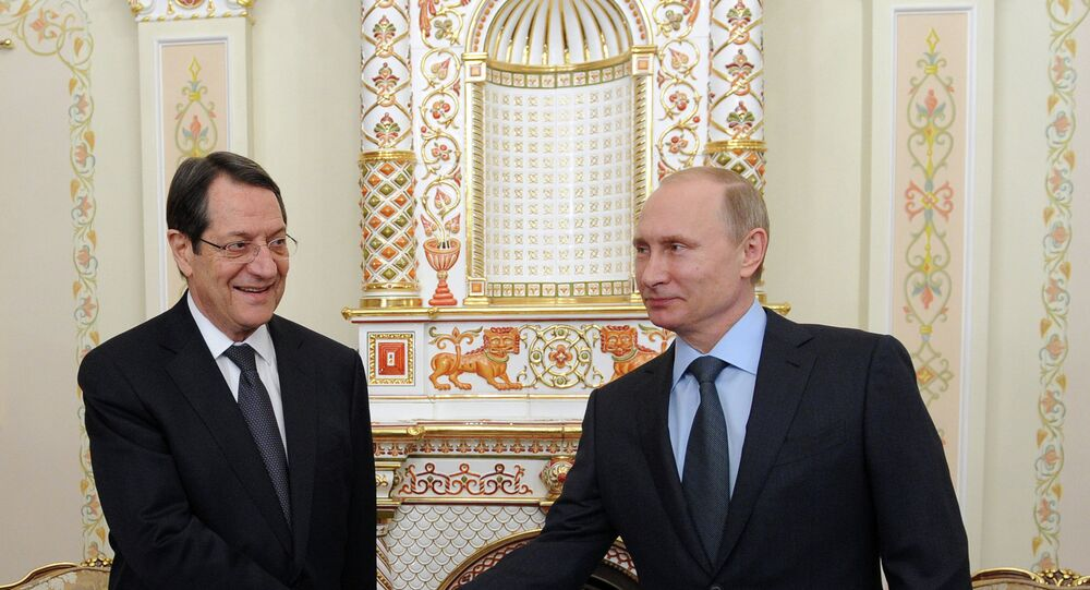 Vladimir Poutine (à droite) et Nicos Anastasiades
