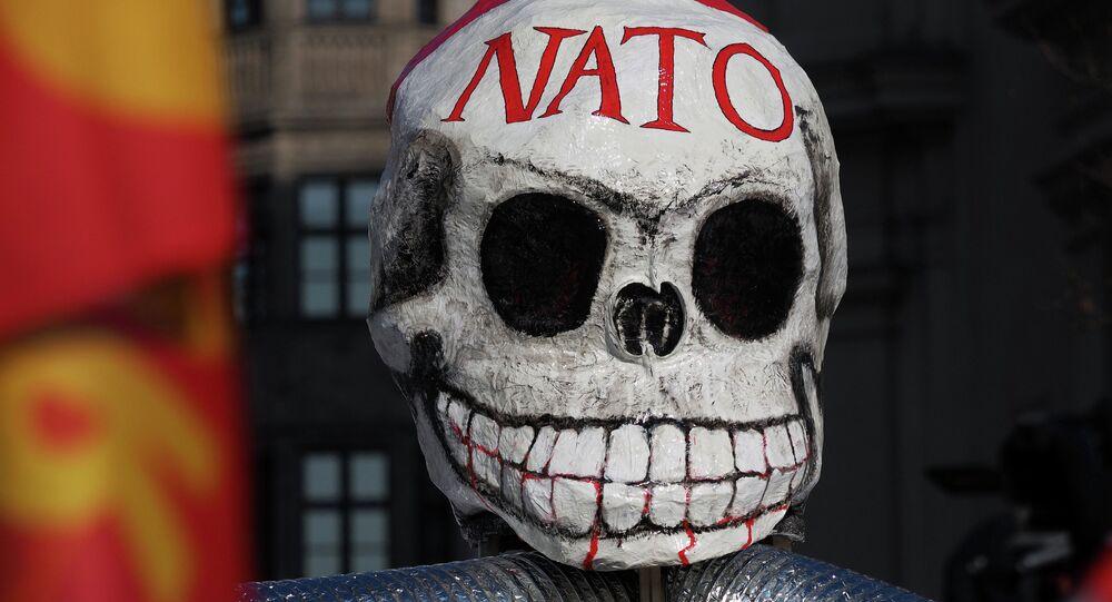 Un masque anti l'OTAN