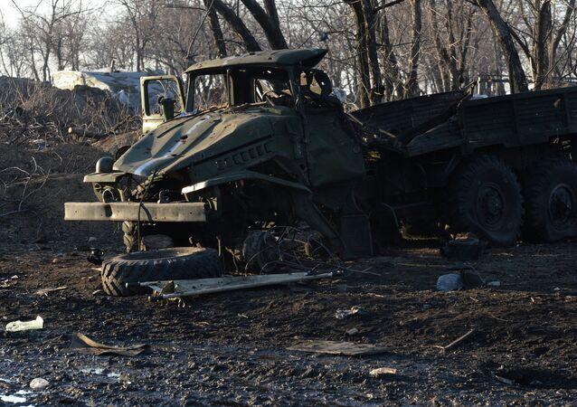 Véhicule militaire ukrainien endommagé