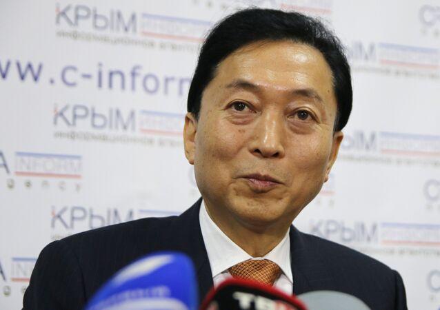 Yukio Hatoyama lors d'une conférence de presse à Simferopol