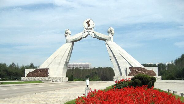 The Reunification Arch outside Pyongyang on the main highway to Sariwon, Democratic People's Republic of Korea. - Sputnik France