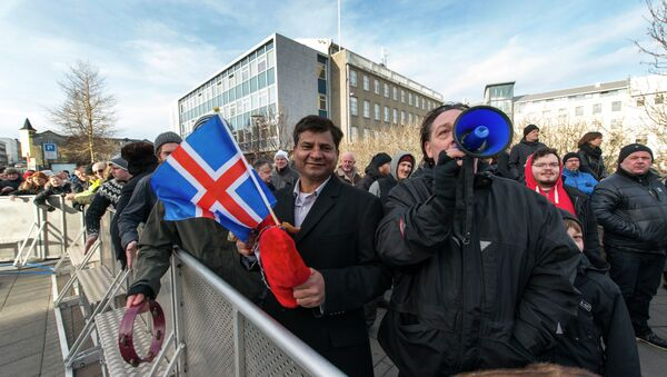Thousands of protesters gather in front of teh Parliament in the Icelandic capital Reykjavik on February 24, 2014 - Sputnik France
