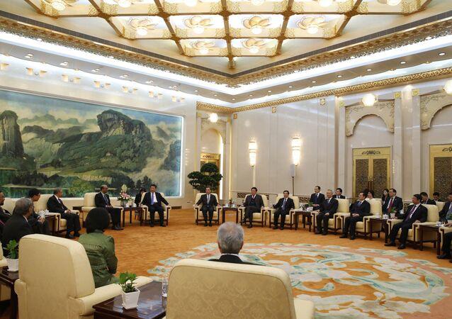 Le président chinois Xi Jinping avec les hôtes de l'AIIB