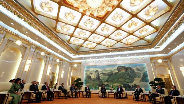 China's President Xi Jinping (4th R) meets with the guests at the Asian Infrastructure Investment Bank (AIIB) launch ceremony at the Great Hall of the People in Beijing in this October 24, 2014 - Sputnik France