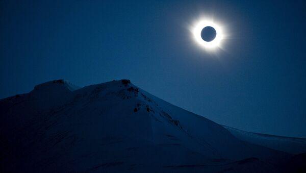Une éclipse solaire totale - Sputnik France
