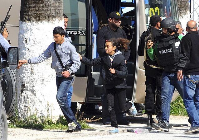 Tunis a été frappé mercredi par une attaque terroriste, ce sont apparemment deux hommes qui se sont introduits dans le musée Bardo et tiré sur les visiteurs