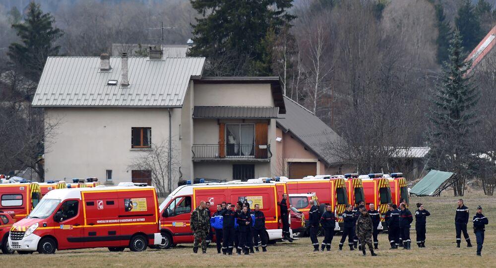 Sauveteurs français près du lieu de crash d'Airbus A320