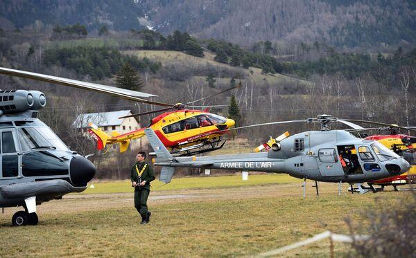 Вертолеты ВВС Франции недалеко от места места крушения Аэробуса A320 - Sputnik France