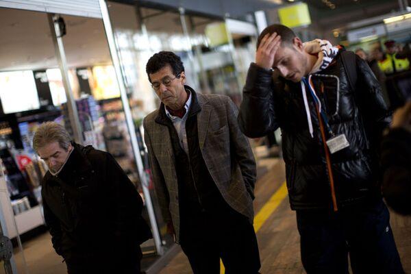 Семьи пассажиров разбившегося самолета в аэропорту Барселоны - Sputnik France