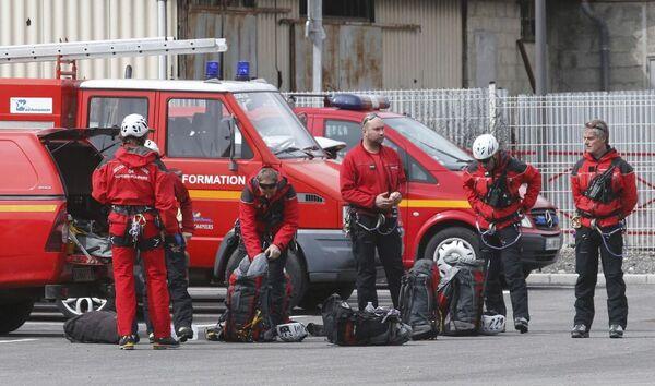 Французские пожарные готовятся к полету на место крушения Аэробуса А320 во французских Альпах - Sputnik France