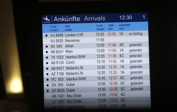 Табло прилетов в аэропорту Дюссельдорфа - Sputnik France