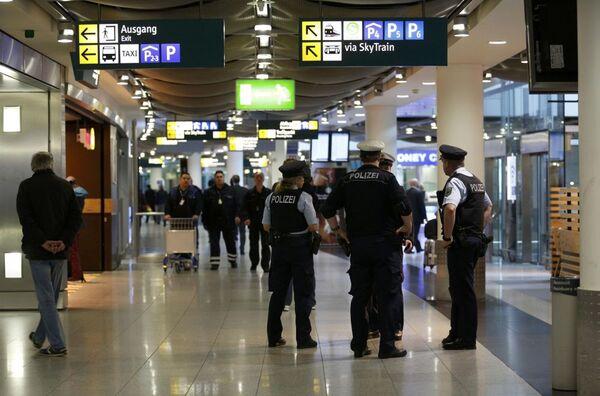 Сотрудники полиции в аэропорту Дюссельдорфа - Sputnik France