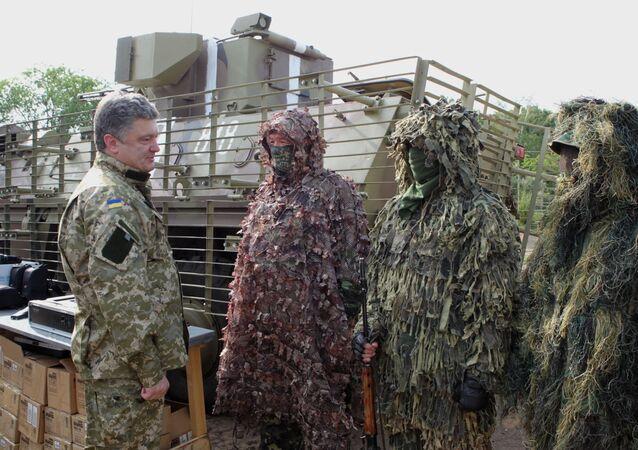 Piotr Potochenko et combattants de la garde nationale (archives)