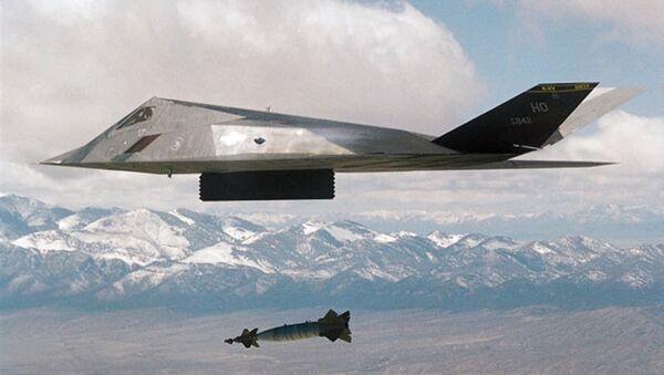 Un F-117 américain durant l'opération contre la Yougoslavie - Sputnik France
