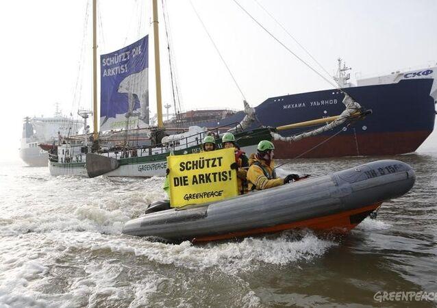 Protestation de Greenpeace dans le port de Hambourg