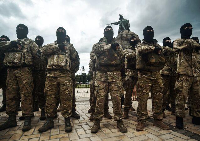 Des combattants d'un bataillon nationaliste ukrainien prête serment