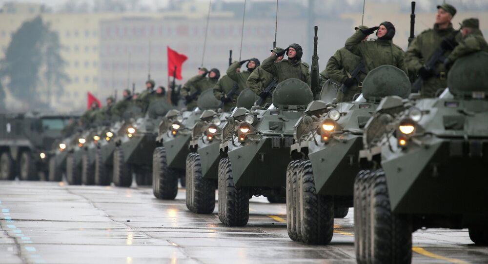 Les véhicules de transport de troupes BTR-82A (Archives)