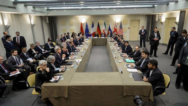 P5+1 European Union officials and Iranian officials wait for the start of a meeting on Iran's nuclear program at the Beau Rivage Palace Hotel in Lausanne March 30, 2015. - Sputnik France