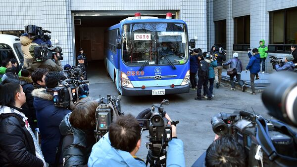 Cameramen take images of a prison bus carrying Korean Air heiress Cho Hyun-Ah as she arrives at a court for her trial in Seoul - Sputnik France