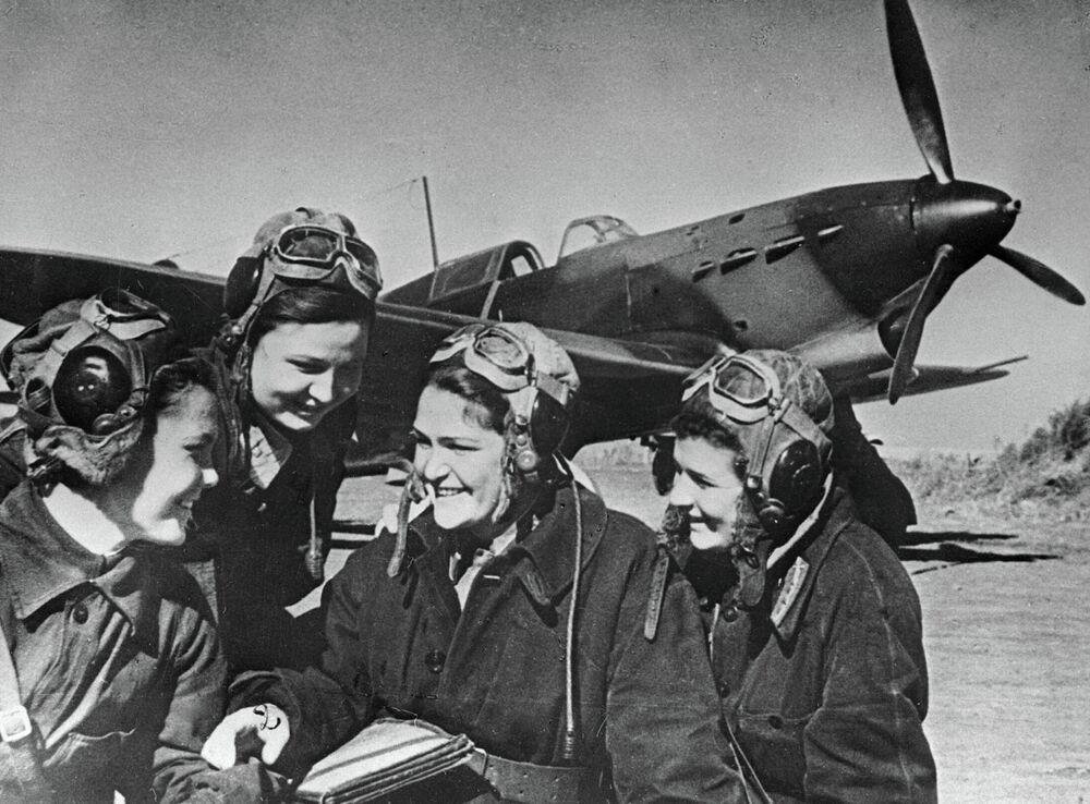 Des femmes-pilotes évoquent leur vol de combat à bord d'un Yak-1