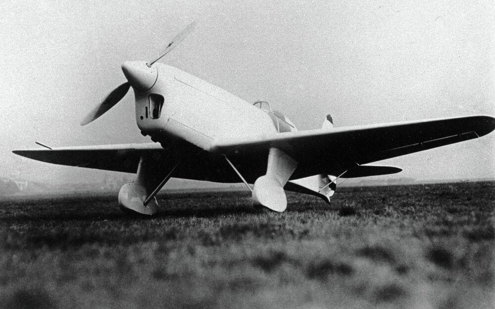 Un Yak-21, avion de sport