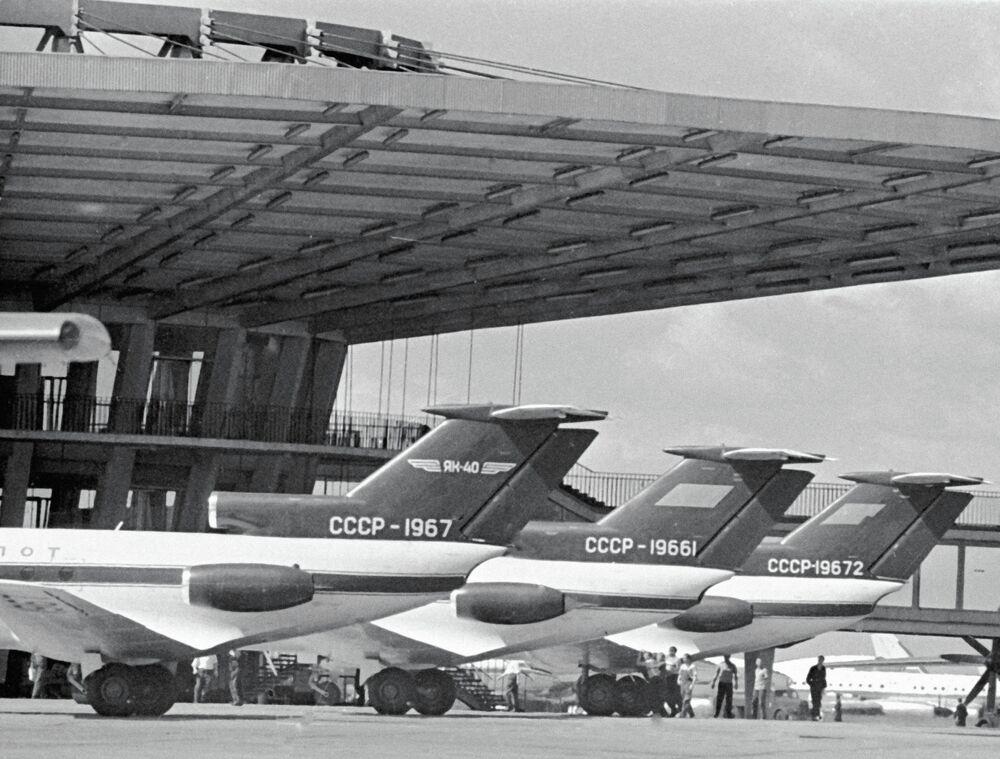 Des Yak-40 à l'aéroport Chérémétiévo de Moscou