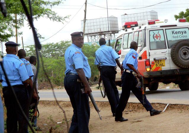 Policiers kenyans près de l'université de Garissa