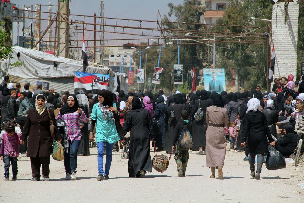 Les habitants du camp de Yarmouk quittent la zone dangereuse