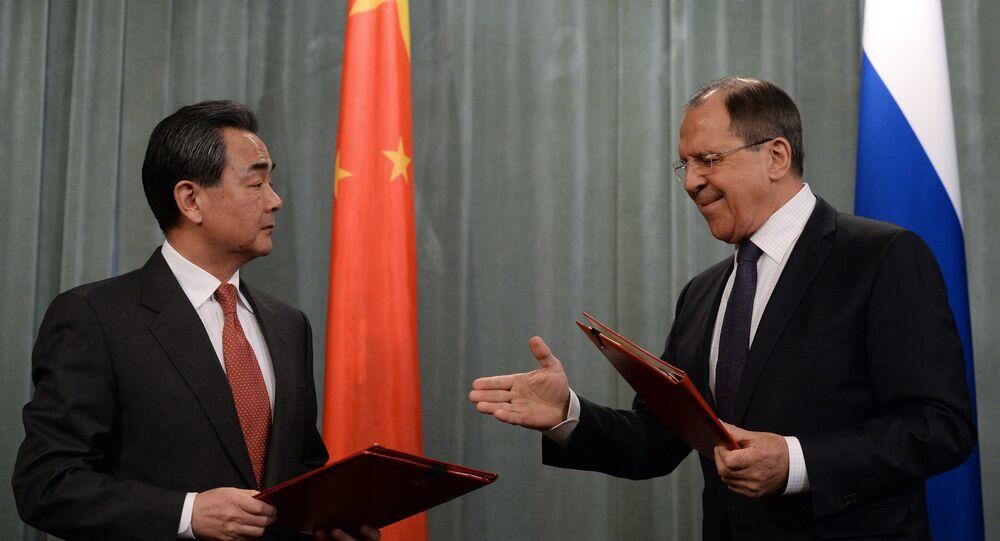 Les ministres russes et chinois des Affaires étrangères Sergueï Lavrov et Wang Yi