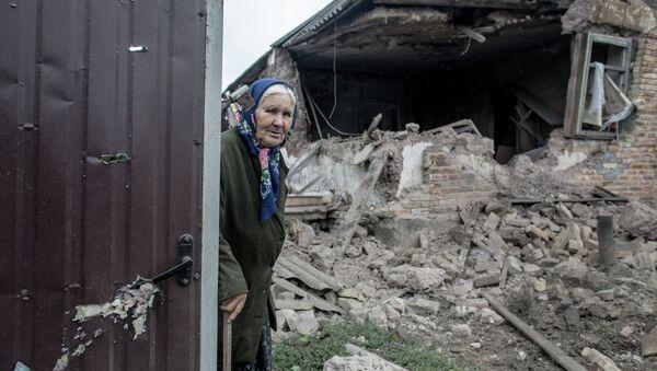 Разрушения после артобстрела поселка Голубовка под Славянском - Sputnik France