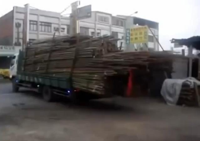 Décharger un camion à la chinoise