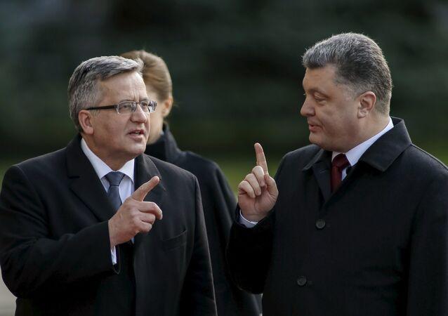 Le président polonais Bronislaw Komorowski et le président ukrainien Piotr Porochenko