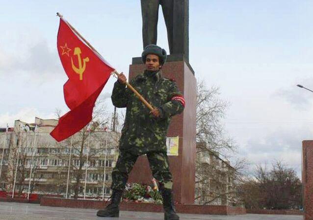 Le Lénine noir Ayo Beness