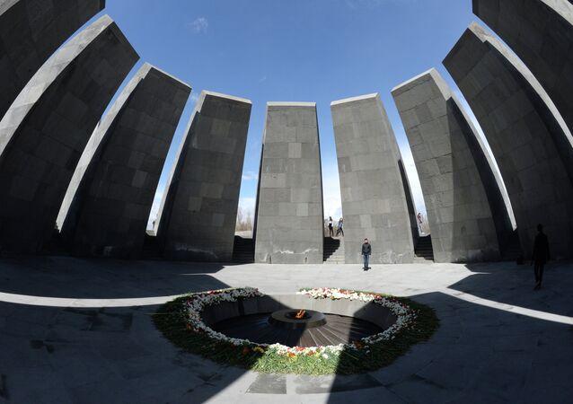 La flamme éternelle du Mémorial des Victimes du Génocide Arménien Tsitsernakaberd.