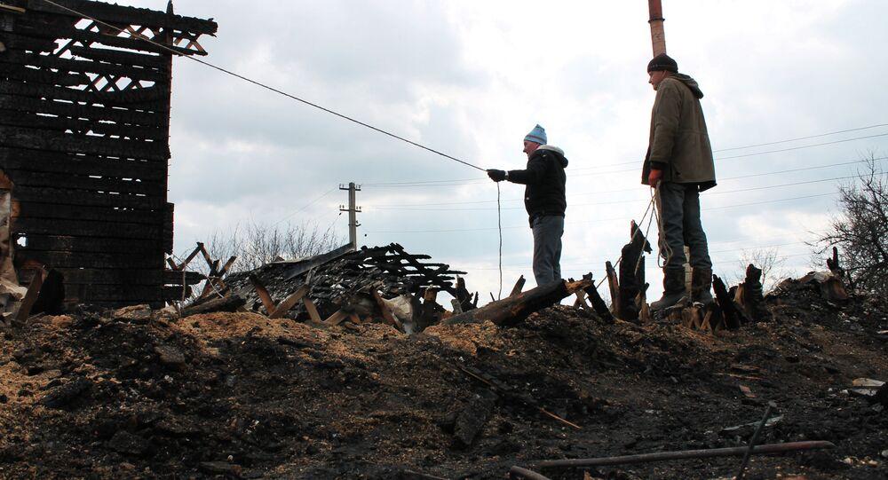 Donetsk. Maison détruite par l'armée de Kiev