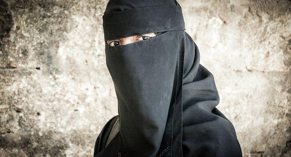 Une femme portant le niqab. Image d'illustration