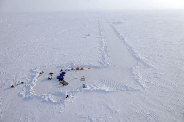 Pôle Nord: inauguration de la station dérivante russe SP-41 - Sputnik France