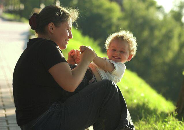 Une maman avec son enfant