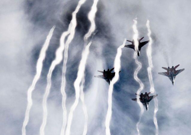 Les chasseurs MiG-29 du groupe de voltige aérienne Striji