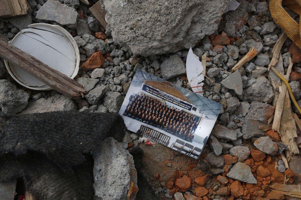 Katmandou: à l'intérieur d'une habitation détruite par le tremblement de terre