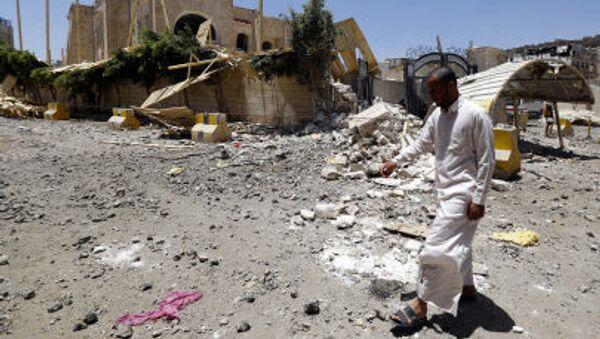 Последствия авиаударов коалиции арабских стран во главе с Саудовской Аравией в Сане - Sputnik France