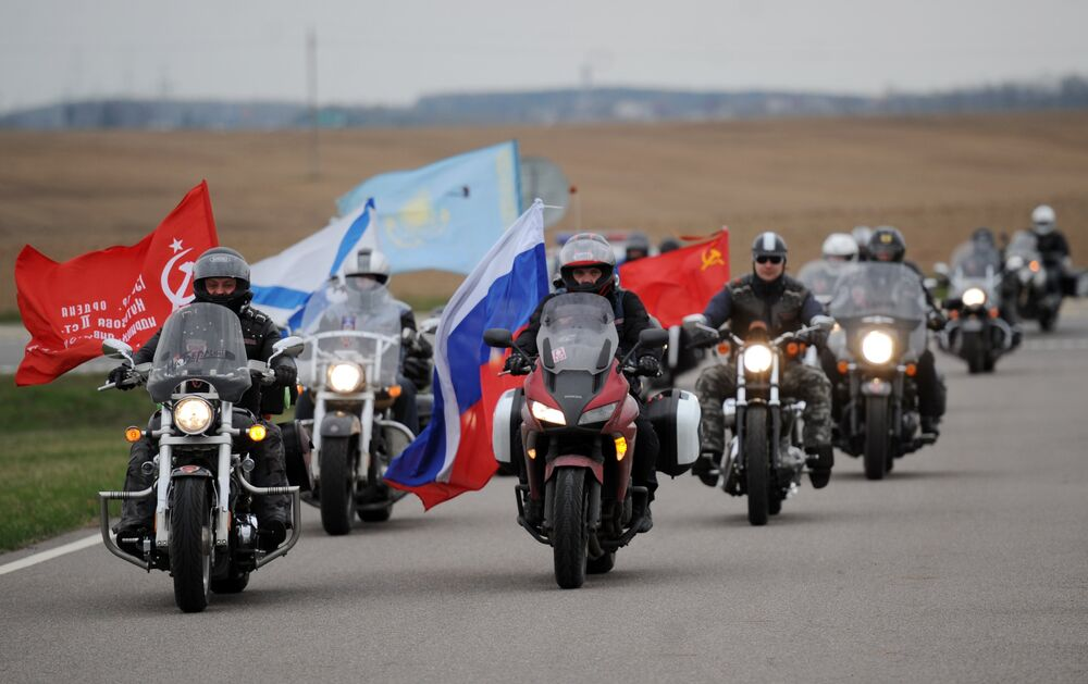 Des motards russes en route vers Berlin