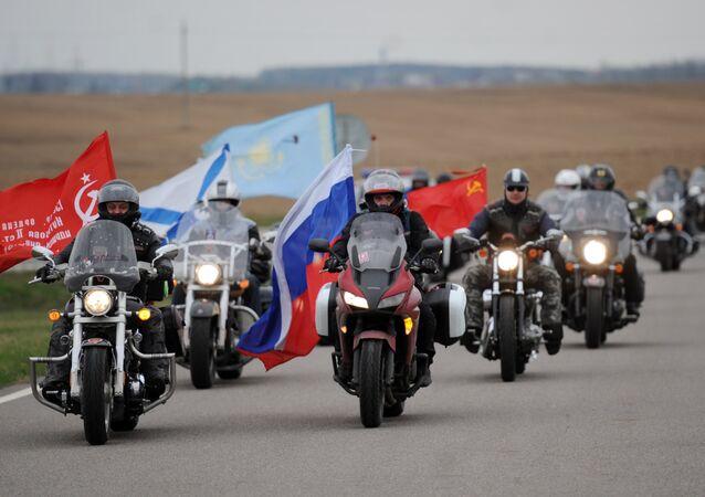 Des membres du moto-club russe Loups de la nuit