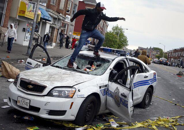 Baltimore en proie à de violentes émeutes