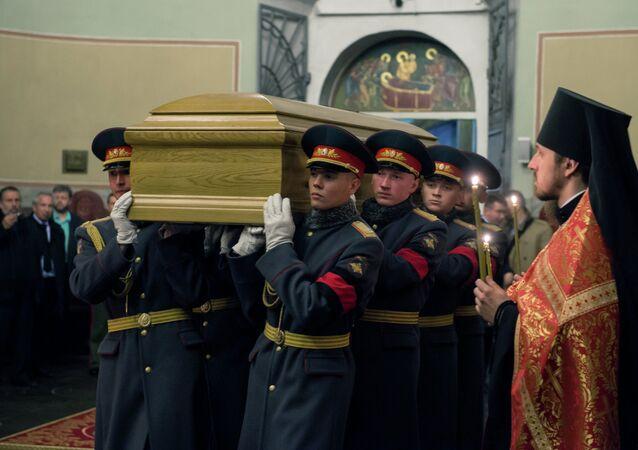 Les restes du grand-duc Nicolas Nikolaïevitch apportées à Moscou