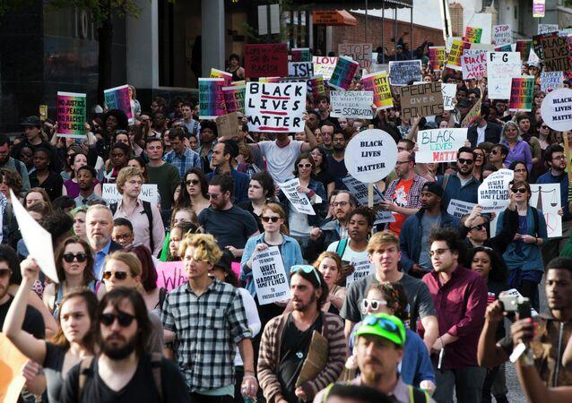 New York: les manifestants réclament justice pour Freddie Gray