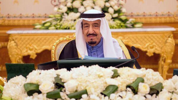 A handout picture released by the Saudi Press Agency (SPA) on February 2, 2015 shows Saudi new King Salman bin Abdulaziz chairing the cabinet meeting in the capital, Riyadh - Sputnik France