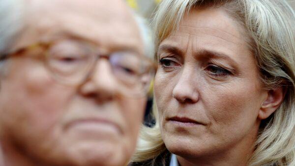 Marine Le Pen et  son père Jean-Marie Le Pen - Sputnik France