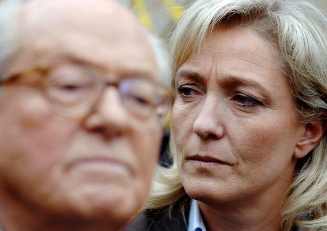 Marine Le Pen (à droite) et son père Jean-Marie Le Pen